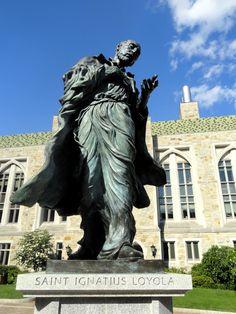 Statue d'Ignace de Loyola, fondateur de la compagnie de Jésus - Boston College (BC).