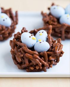 Chocolate Easter Egg Nest Treats - made with chocolate, butterscotch and mini Cadbury eggs. An adorable treat for Easter and Spring! These are no-bake and this recipe only take minutes to make! Easter Snacks, Easter Candy, Hoppy Easter, Easter Brunch, Easter Treats, Easter Desserts, Easter Food, Easter Eggs, Easter Recipes No Bake