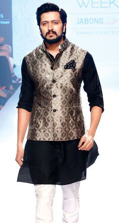 Riteish Deshmukh: A jacket paired with a churidar-kurta is an interesting period look.