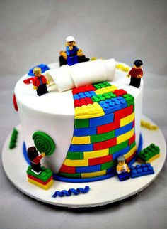 How to make a Lego cake or Lego cupcakes for a birthday party! These Lego cake ideas have easy tutorials and designs for a homemade Lego birthday cake! Fancy Cakes, Cute Cakes, Yummy Cakes, Pink Cakes, Crazy Cakes, Lego Torte, Bolo Lego, Birthday Cake Decorating, Cake Decorating Amazing