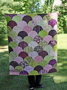 My Fabric Obsession: Clamshell Quilt: a Finish Quilting Templates, Quilting Projects, Quilting Designs, Quilt Patterns, Scrappy Quilts, Mini Quilts, Paper Peicing Patterns, Clamshell Quilt, Mermaid Quilt