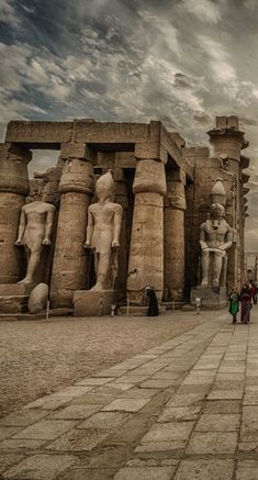 Luxor-Tempel, Ägypten Von Chris Youd. - Egypt Travel Gate - - Luxor-Tempel, Ägypten Von Chris Youd. Ancient Egypt History, Ancient Egyptian Art, Ancient Ruins, Egyptian Temple, Luxor Temple, Egypt Art, Old Egypt, Architecture Antique, Art History