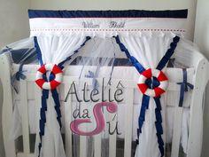 Lindo kit berço, com duas laterias, uma cabeceira, uma fronha, um rolo, um lençol, um mosqueteiro ja bordado com o nome do bebé.