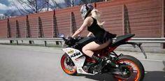 女性ライダーがミニスカワンピでKTM RC390に乗るとどうなるか。スリリングな走りを見せてくれています。 - LAWRENCE(ロレンス) - Motorcycle x Cars + α = Your Life.
