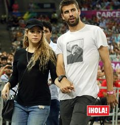 Shakira and Pique Shakira E Pique, Shakira And Gerard Pique, Barcelona, Gerad Pique, Pregnancy Announcement Pictures, Shakira Mebarak, Curls For Long Hair, Music Composers, Curled Hairstyles