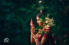 Indian Bride Poses, Indian Wedding Bride, South Indian Bride, Indian Bridal, Kerala Wedding Photography, Dream Photography, Wedding Photography Poses, Pre Wedding Poses, Wedding Couple Poses