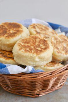 No-Knead Homemade English Muffins English Muffin Recipes, Homemade English Muffins, Homemade Muffins, English Muffin Bread, No Yeast English Muffin Recipe, Sourdough English Muffins, Homemade Biscuits, English Food, Knead Bread Recipe