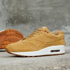 Release Date : October 14, 2017 Nike Air Max 1 Premium « Flax » Credit : END. Clothing