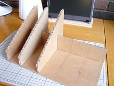 How to Make a Cardboard Laptop Stand - Ideas of Laptop Stands - How to Make a Cardboard Laptop Stand: 5 Steps (with Pictures) Diy Cardboard Furniture, Cardboard Box Crafts, Cardboard Playhouse, Cardboard Toys, Diy Crafts Hacks, Home Crafts, Diys, Diy Laptop Stand, Recycled Crafts