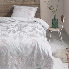 Het Cinderella dekbedovertrek Décor brengt glamour, modern en natuur samen resulteert in een elegante en rustgevend dessin. Combineer dit dekbedovertrek met donkere pastellen voor een country chique look. #bedroom #shabbychic #romantic