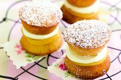 Mini Victoria Sponge Cakes with Lemon Curd and Cream | need lemon curd