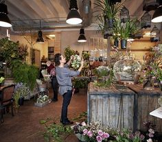 Äntligen så gör vi det! Torsdagen den 8e oktober mellan 17:15-20:00 håller vi kund/mingelkväll i vår ateljé på Saltimporten. Vi kommer då fylla upp med massor av gröna växter, träd, krukor, blommor,vaser mm. Under kvällen bjuds ni på blomsterdemonstrationer samt gröna tips och råd! Vi bjuder på goda tilltugg från Escama. Anmälan görs till info@gouteva.se senast den 1:e oktober. Vi ses på Grimsbygatan 24 i Malmö! #kundkväll #hosgouteva #gouteva #escamagastrobar
