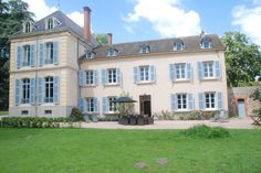 Een koninklijk verblijf dat mag je dit kasteel in La Pacaudière (Ardèche) rustig noemen. Ook u kunt hier de vakantie doorbrengen nu het te huur wordt aangeboden op Recreatiewoning.nl.