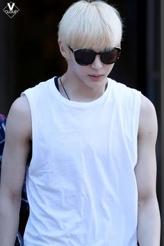 Leo= with the blonde hair, wearing muscle tee and sunglasses.. what more do I need to wish?? TTuTT oh those weaknesses of mine XD