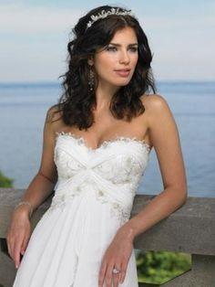 Fluffy Asymmetrical Chiffon Sweetheart Neck Strapless Wedding Dress With Patterns
