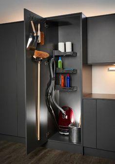 Almacenamiento dentro de la puerta del armario -