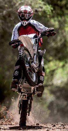 When you shred wheelies Motocross Quotes, Motocross Love, Motocross Bikes, Sport Bikes, Empinando Moto, Enduro Motorcycle, Motorcycle Outfit, Harley Gear, Off Road Bikes