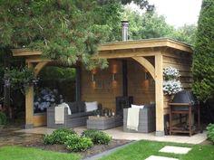 Eiken houten tuinkamer met open haard en loungeset. Julianadorp www.bronkhorstbuitenleven.nl: