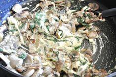 Λιγκουίνι με καραμελωμένα κρεμμύδια, μανιτάρια και σπανάκι - Aspa Online Pasta Recipes, Cooking Recipes, Potato Salad, Potatoes, Meat, Chicken, Ethnic Recipes, Food, Cooker Recipes
