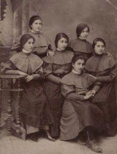 پوشش دختران محصل ایرانی در زمان قاجار