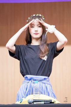 MIYEON Kpop Girl Groups, Korean Girl Groups, Kpop Girls, Cubes, Korean Wave, Fandoms, Cube Entertainment, Soyeon, Korean Celebrities