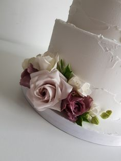 Sugar roses by The Snowdrop Cakery