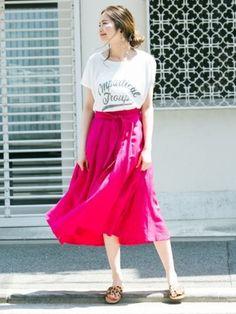 鮮やかなピンクがぱっと華やかな大人ガーリースタイル。  ピンク×さりげないアニマルの組み合わせが最高