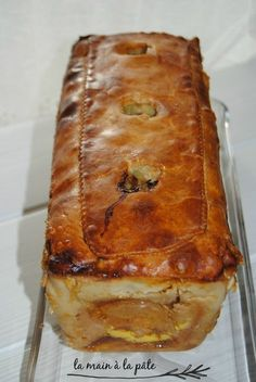 Pâté en croûte au magret de canard, foie gras, et cèpes