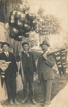Another photo from Sam's collection. Two of the showmen carry pennants labeled S.D.I.F. Perhaps this stands for Showmen's ____ Independent Federation.
