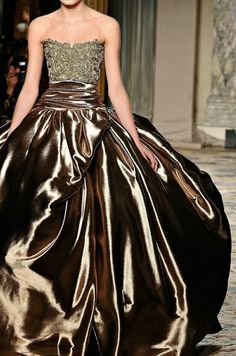 reminds me of the gold dress Grace Kelly wore in To Catch a Thief.