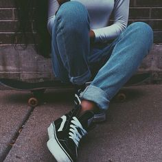 Imagen de vans skate and jeans Outfits Con Vans, Vans Sk8 Hi Outfit, High Top Vans Outfit, Black Vans Outfit, Black High Top Vans, Vans Skate, Skate Shoe, Fashion Models, Fashion Outfits