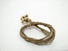 Porta Guardanapo / Anel de Guardanapo Ecológico Sisal com flores - Ideal para todo tipo de evento como casamento, aniversários e jantares corporativos temáticos.