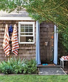 Outdoor showers done right via Haskell Harris @magpiebyhaskellharris.blogspot.com