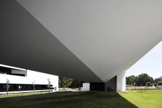 STM School of Technology and Management / MONTENEGRO Architects