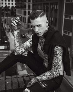 Boy Tattoos, Tattoos For Guys, Pompadour, Sexy Tattooed Men, Low Fade Haircut, Barbers Cut, Tattoo Photography, Action Poses, Tumblr Boys