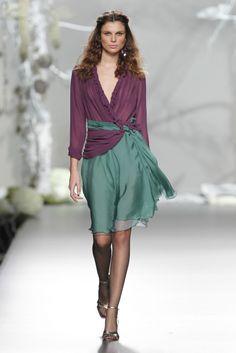 Vestido invitada en colores otoñales de Francis Montesinos