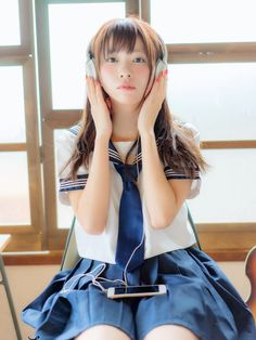 Japanese School Uniform, School Uniform Girls, Girls Uniforms, School Girl Japan, Japan Girl, Cute Japanese Girl, Cute Korean Girl, Girl With Headphones, China Girl