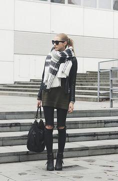 #pavlinajagrova#khaki#sweather#leatherjacket#rippedjeans#ankleboots love this
