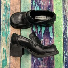 90fad7357bb Steve Madden Chunky Loafer Heels 90s Style Shoe Size 5.5 Chunky Loafers
