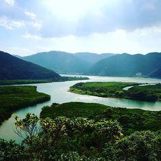 天国に一番近い島「奄美大島」。手付かずの自然が今もなお残る美しい海が特徴の島国ですが、ここには多くのパワースポットが。そんな「奄美大島」のパワースポット「かくれ浜」をご紹介。Instagramで調べてもまだ1
