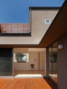 「箕面の家」の設計を担当しました|住宅の設計・デザインは大阪・東京のスウィングまで Garage Doors, Feels, House Design, Interior Design, Outdoor Decor, Home Decor, Nest Design, Decoration Home, Home Interior Design