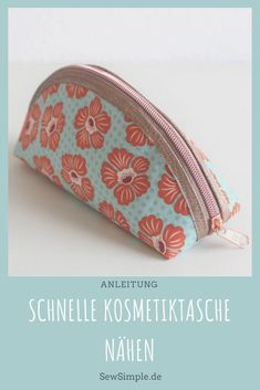 Sew a quick cosmetic bag - that's super easy and goes fast! It goes without saying that the zipper pocket should look adorable, too! :]Informations About Schnelle Kosmetiktasche nähen: Ratzfatz und superschön. Sewing Patterns Free, Free Sewing, Purse Patterns, Sewing Hacks, Sewing Tutorials, Sewing Tips, Diy Bags Purses, Sewing Projects For Beginners, Gift Bags