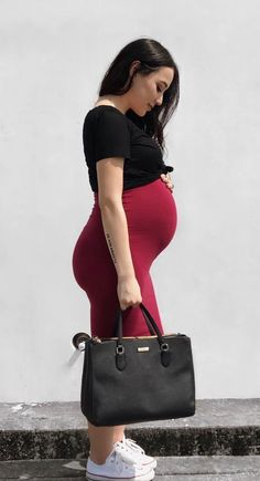 Always on the go and just because you are pregnant does not mean you have to sacrifice style for comfort! Here at Sexy Mama Maternity we are determined to keep your style game up while staying comfy! #pencilskirt #maternitystyle #ootd #momtobe #coolmom #babybump
