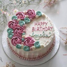Best Ideas For Birthday Cake Buttercream Flowers Rose Cupcake Cake Decorating Piping, Cake Decorating Videos, Birthday Cake Decorating, Cake Decorating Techniques, Simple Cake Decorating, Buttercream Cake Designs, Cake Icing, Cupcake Cakes, Rose Cupcake