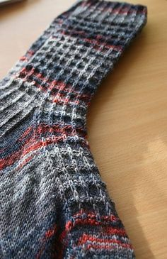 Jules pattern by Kate Blackburn – … . Jules pattern by Kate Blackburn – With each passing year we have seen different models of . Loom Knitting, Knitting Socks, Hand Knitting, Knitting Patterns, Stitch Patterns, Crochet Patterns, Crochet Socks, Knit Or Crochet, Knitted Slippers