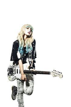 SCANDALのHARUNA、MAMI、TOMOMIのシグネイチャー・モデルがSquier by Fenderより発売決定! 米国フェンダーにとって日本人女性アーティスト初 | fender | BARKS楽器&AVニュース