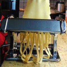 PASTA FRESCA SIN GLUTEN: TALLARINES. Pasta Sin Gluten, Pasta Casera, Fresh Pasta, Wrap, Gluten Free Recipes, Bakery, Ethnic Recipes, Food, Glutenfree