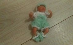 "Knitted dolls clothes fits 5"" Ashton or ooak sculpt baby."