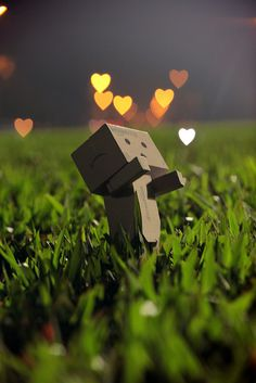Singapore based photographer Anton Tang seems to have a terrific passion for the Danbo (cardboard box toy robot). Danbo, Cartoon Pics, Cute Cartoon, Cardboard Robot, Box Robot, Amazon Box, Smile Wallpaper, Cute Box, Little Boxes