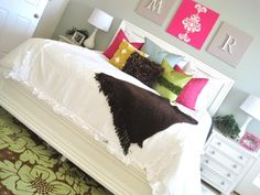 teen room Never could do white with my girl but love the idea.